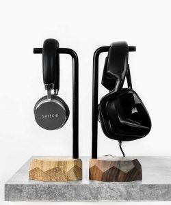 wooden-headphone-stands-oakywood-oak-walnut-on-webshop-wooden-amsterdam